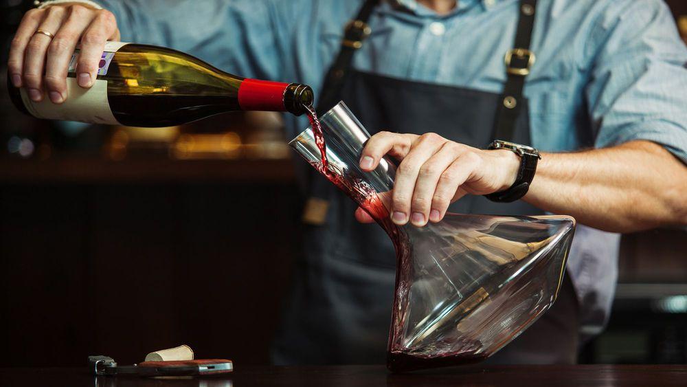 Décanter le vin - Caviste Le Pouliguen La Baule